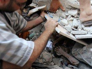 Gaza: Niño bajo escombros