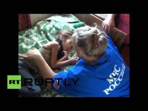 Niña sobrevivente en bosque Siberia