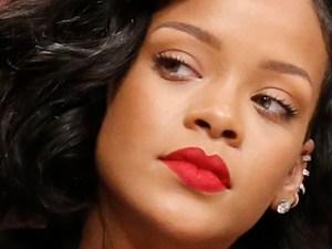 Rihanna seria close up