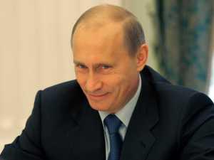 Vladimir Putin con una sonrisa malvada