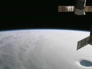 Vista satelital del tifón Vongfong