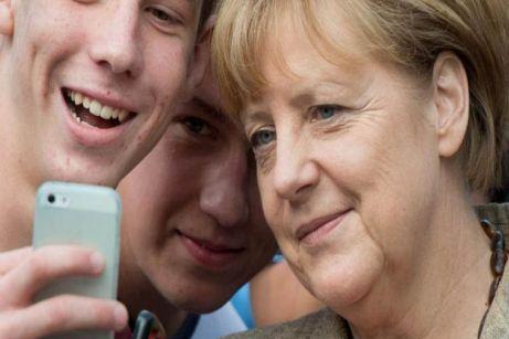 La canciller de Alemania Angela Merkel en una escuela en el oeste de Alemania