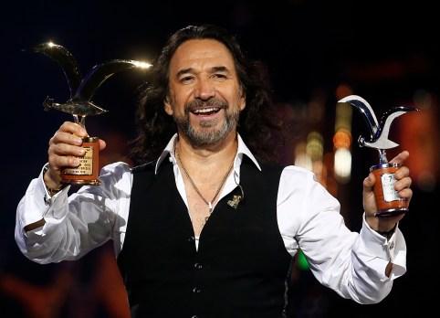 El cantautor recibió Gaviota de Plata y de Oro