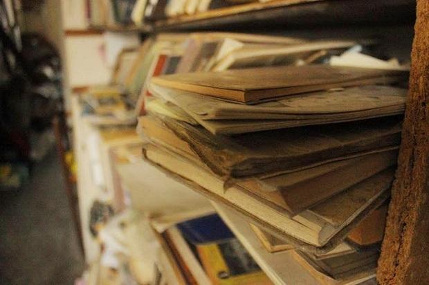Sus ideas, emociones y recuerdos se esconden entre la gran cantidad de libros | Foto: Fiesky Rivas