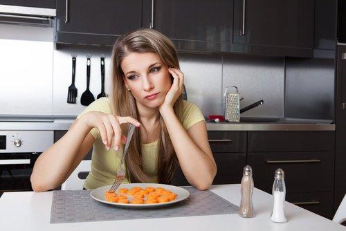 mujer-deprimida-comiendo