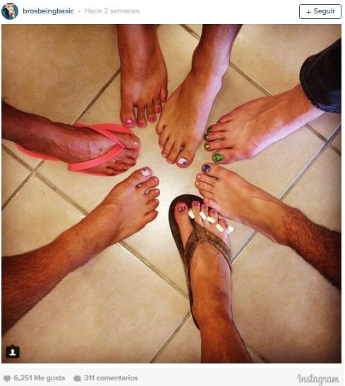 imitacion hombres uñas de pies pintada