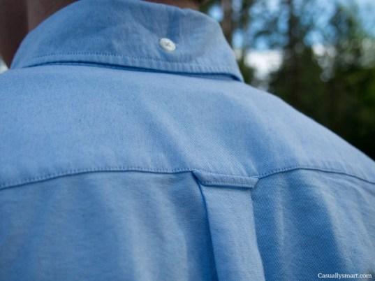 boton-en-cuello-de-camisa