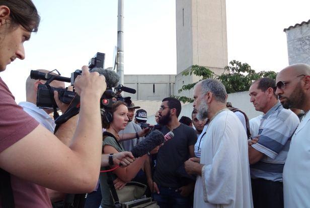 Comité d'accueil pour Manuel Valls à la mosquée d'Evry