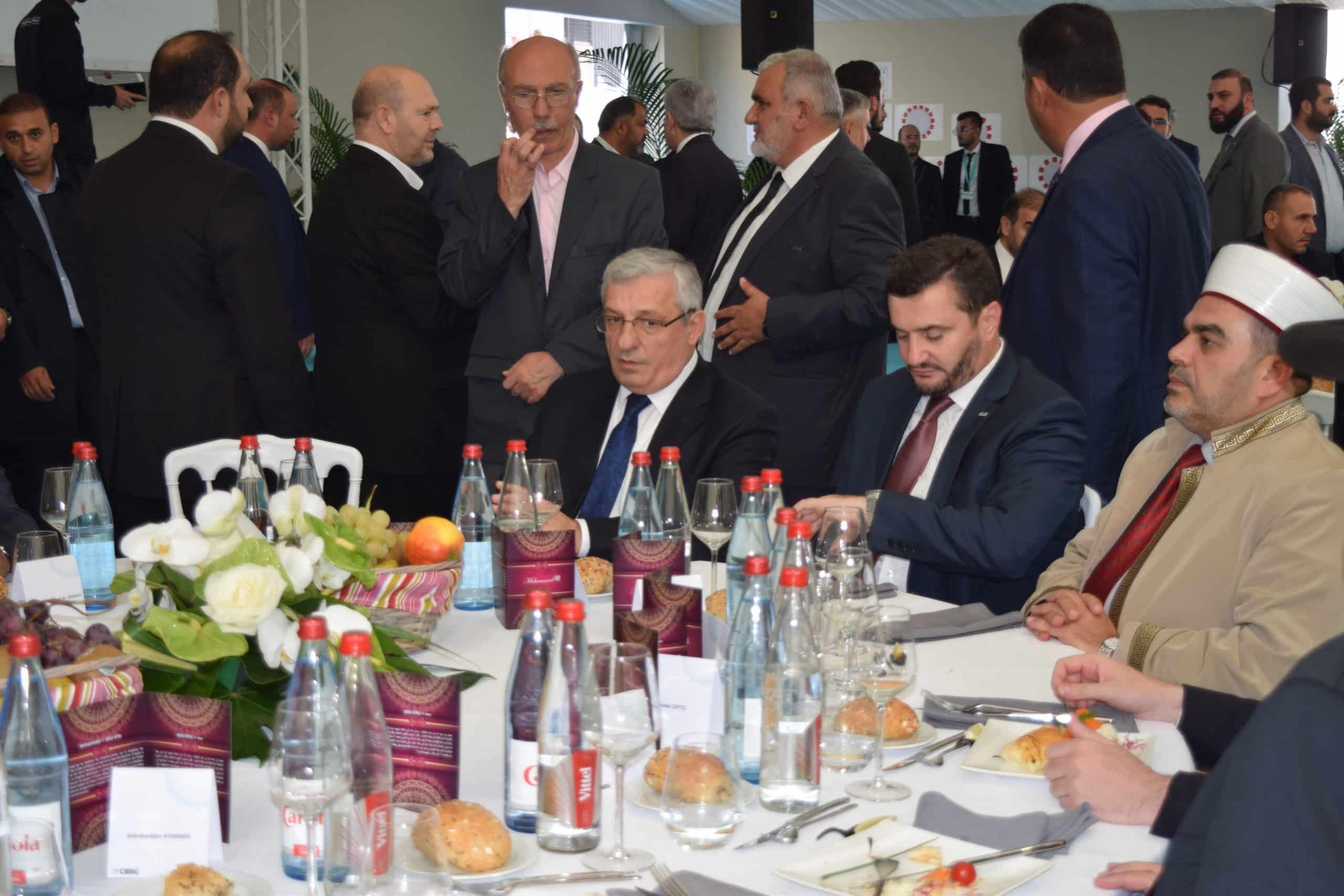 A gauche, Ismail Hakki Musa, ambassadeur de Turquie en France