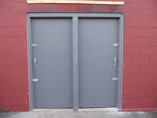 الأبواب صناعية