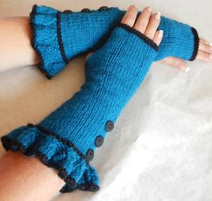 January 2015 TC - Black Raven Creations Alice Gloves