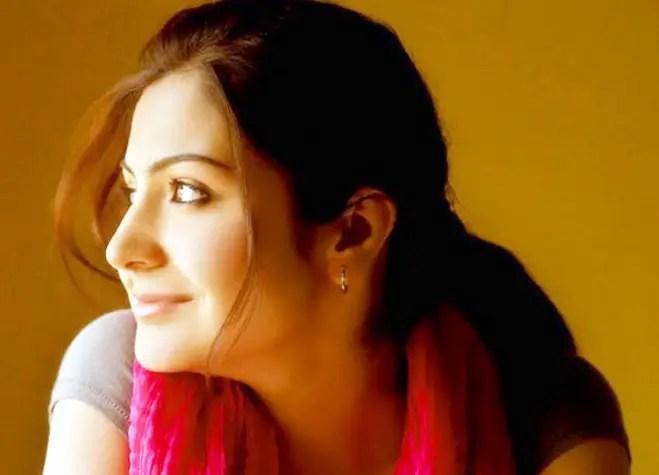 Punjabi Beautiful Girl Wallpaper Download Anushka Sharma Side Face Pose Desicomments Com