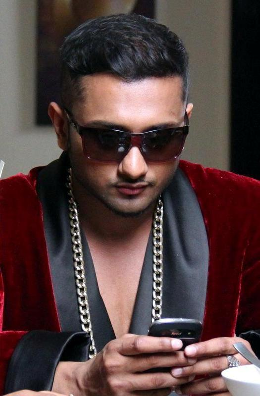 Honey Singh With Cell Phone
