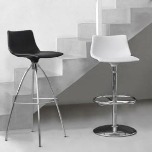 Art.SG02 - sgabello con sedile imbottito. Disponibile in diverse finiture. (SCAB)