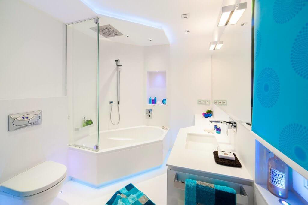 Kleines Badezimmer modern gestalten Tipps  Ideen mit Lichtdesign