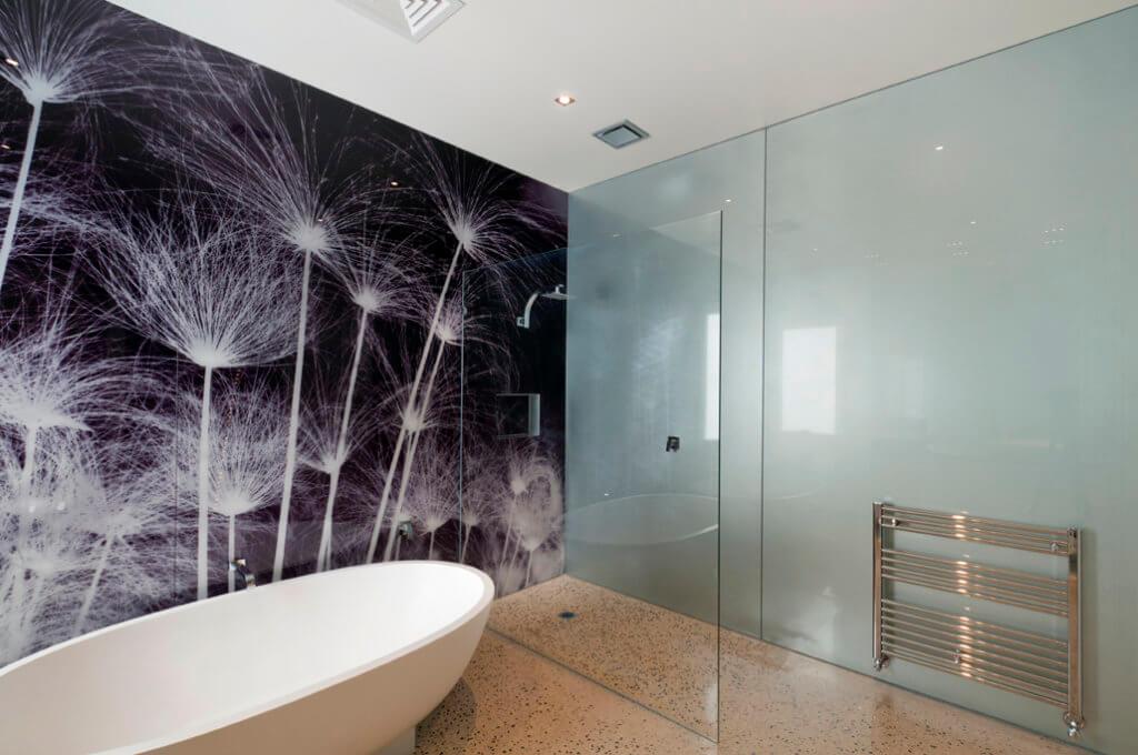 GlasDuschrckwand statt Fliesen in der Dusche