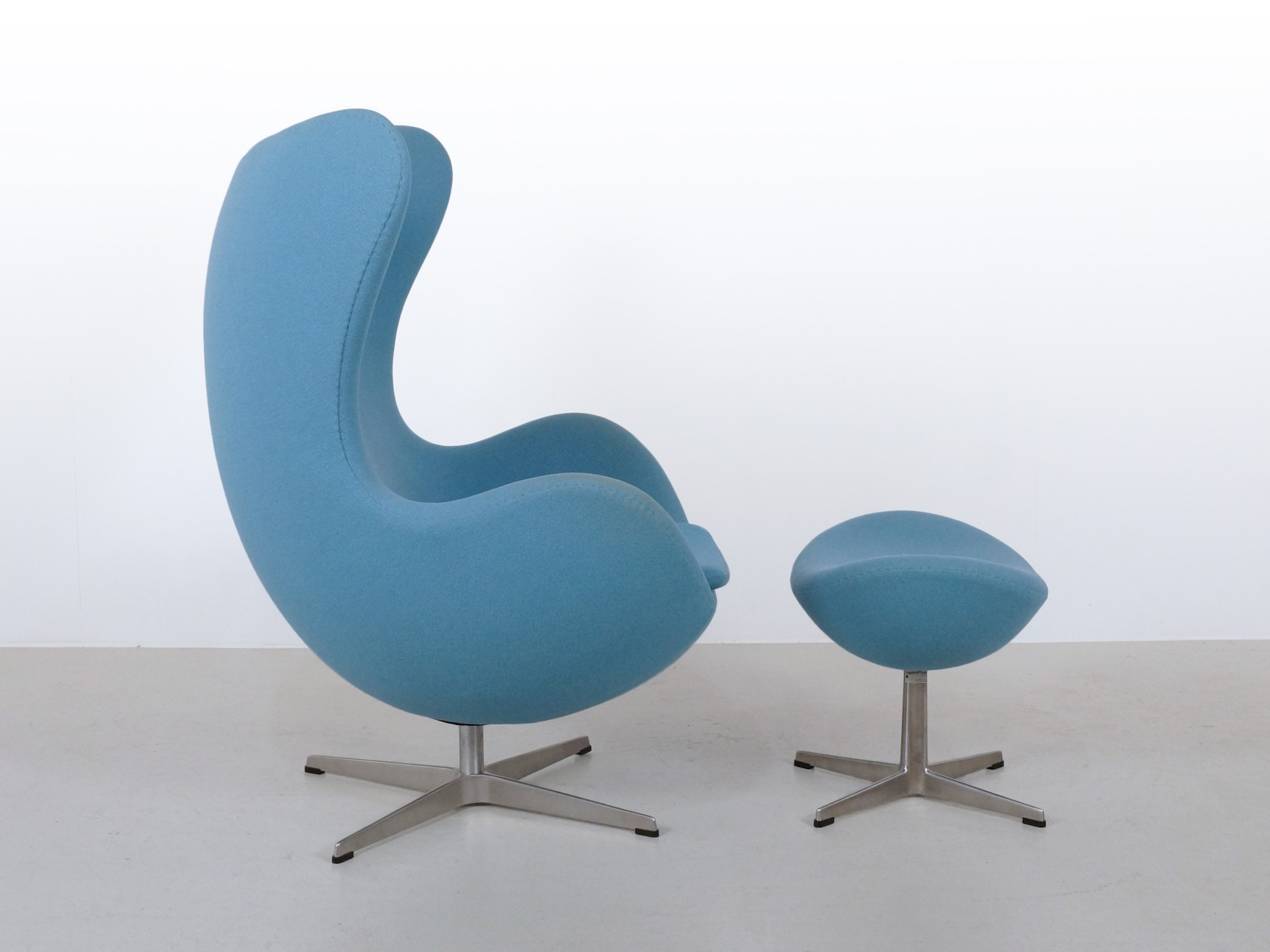 blue egg chair fold up bed foam arne jacobsen