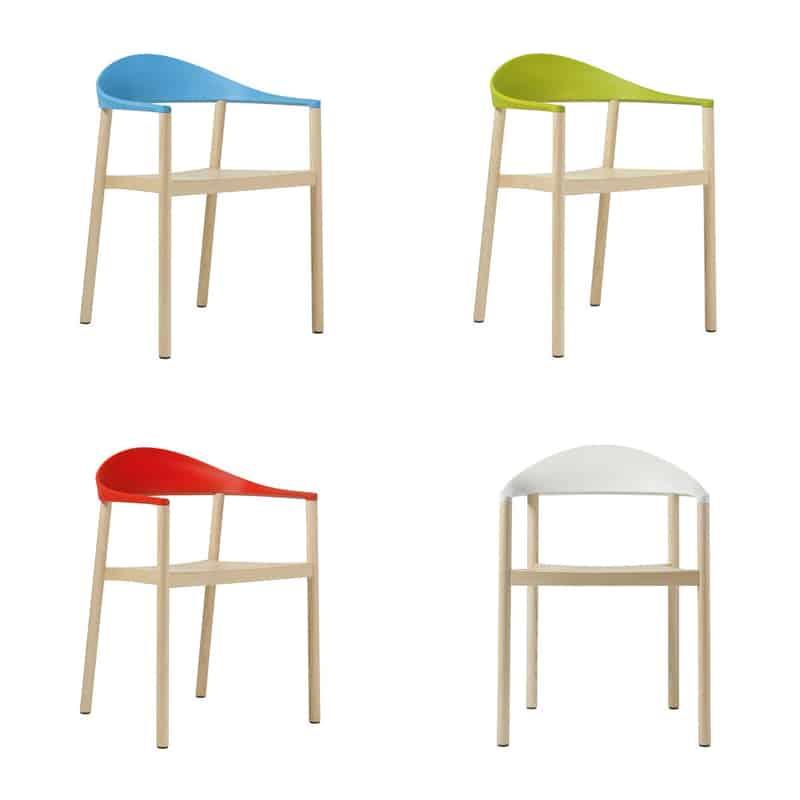 sedie diverse intorno al tavolo   il bello del mix&match