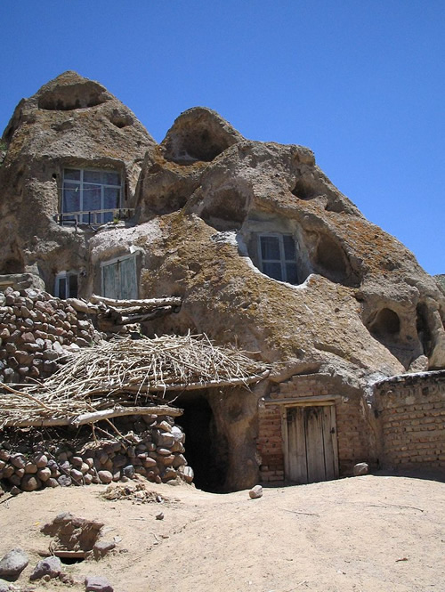 Cave dwelling in Kandovan, Iran Photo by Fabienkhan