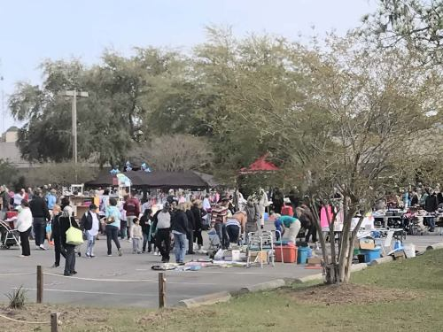 It was already packed as soon as they let shoppers in at 9:00. - The World's Largest Yard Sale – Hilton Head Island – design42
