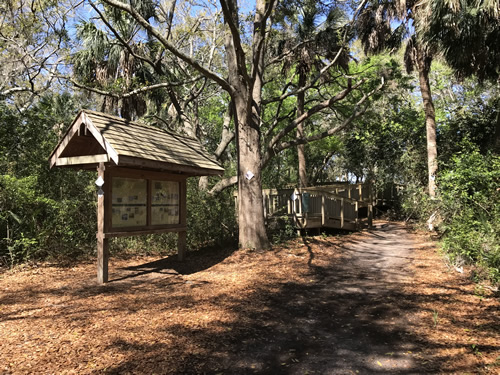 The entrance to the Green's Shell Enclosure Heritage Preserve Trail - Green's Shell Enclosure Heritage Preserve – Hilton Head Island