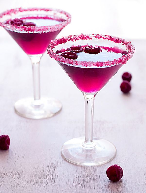7 Valentine's Day Vegan Drink Ideas - sweeten up your Valentine's Day with these 7 Vegan Drinks from Design Asylum Blog! Easy Valentine's Day Drink Ideas.