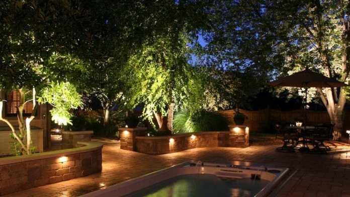 Luci da giardino per creare latmosfera giusta