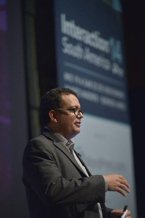 Itamar Medeiros speaking at IxDA Latin America