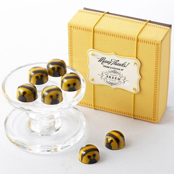 John-&-Kira's-Chocolate-Bee's-biscuits-packaging-design