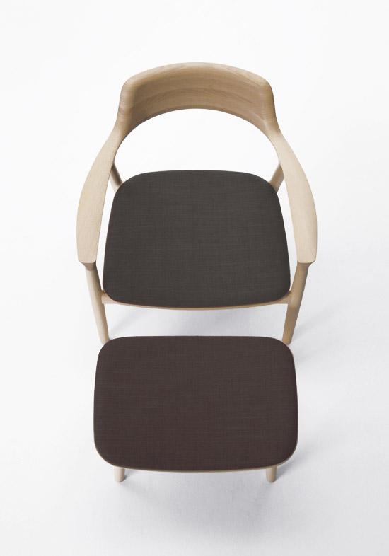 brown leather sofa on legs circle pillow naoto fukasawa small chair hiroshima