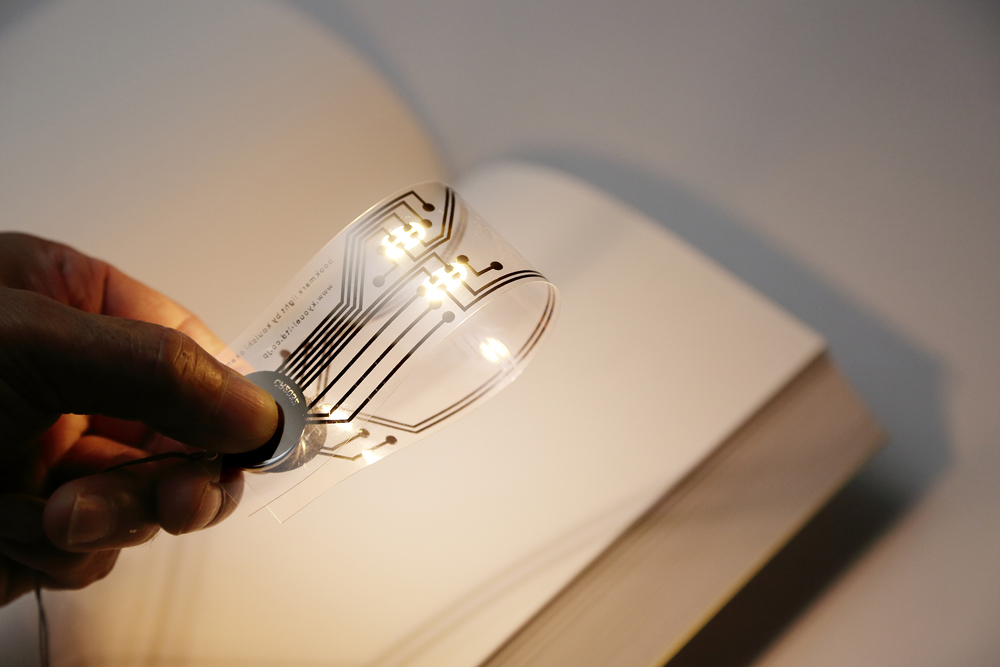 illuminated bookmark uses an interwoven circuit