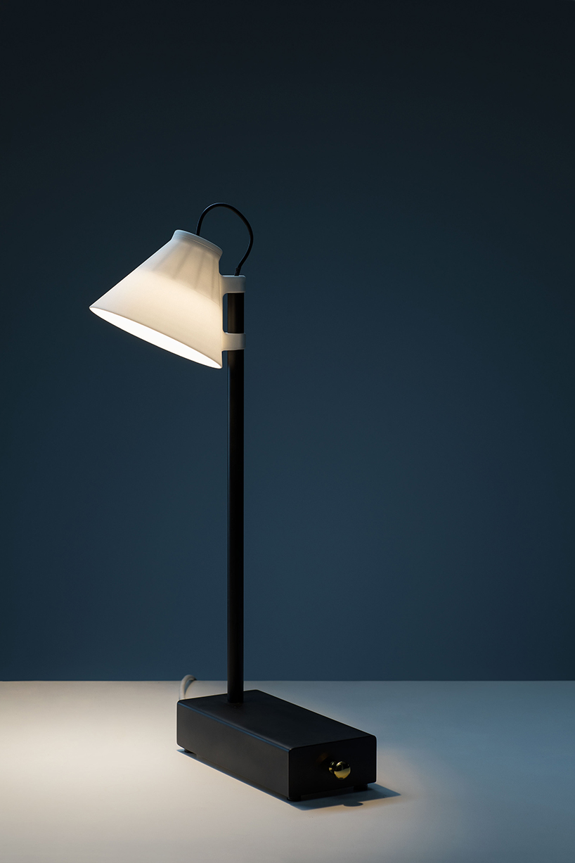 Klemens Schillingers Offline Lamp Exchanges Light For