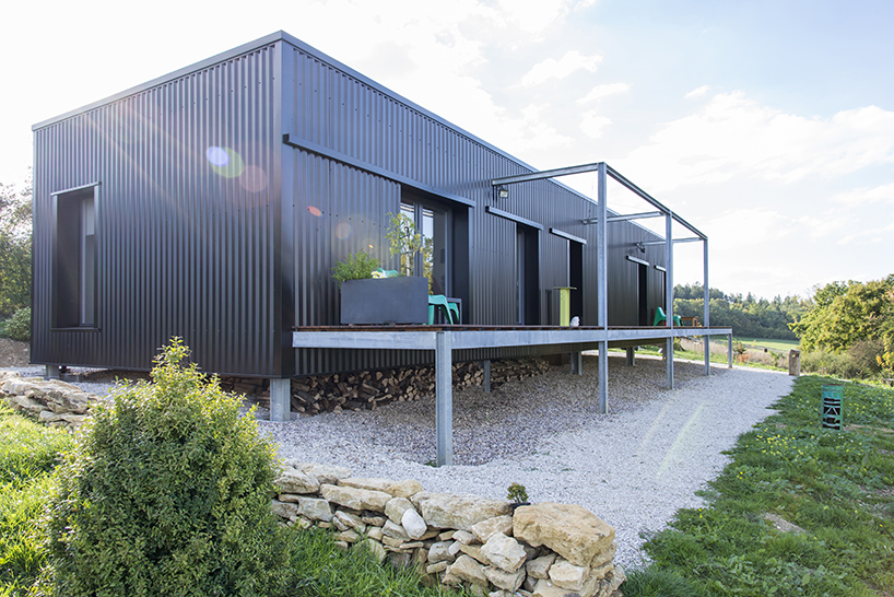spray architecture inserts twocontainer home in france