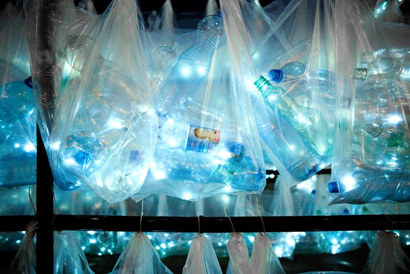 luzinterruptus-labyrinth-of-plastic-waste-poland-designboom-14