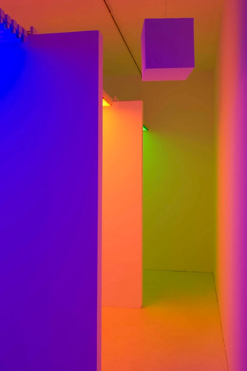 interactive chambers of color chromosaturation by carlos