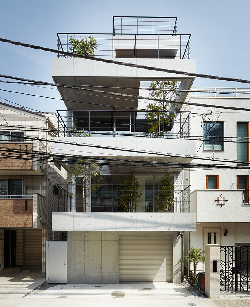 balcony house by ryo matsui architects values the outdoors