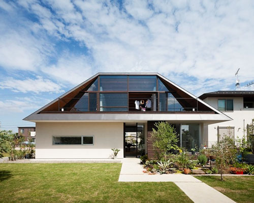 House With A Large Hipped Roof By Naoi Architecture