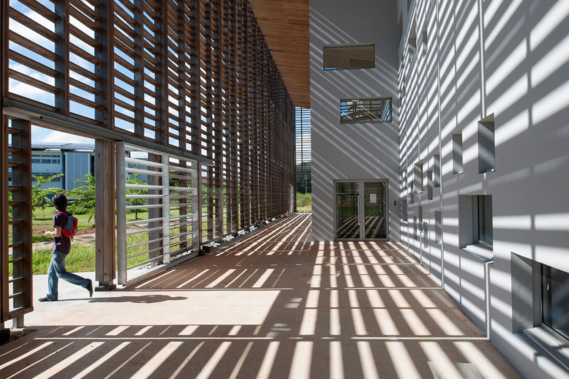 Timber Frame Encloses University Library By Rh Architecture