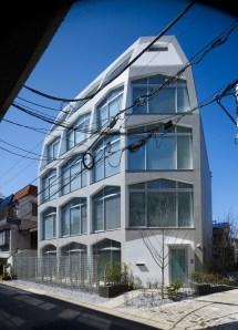 Kentaro Ataka Completes Tunnel-shaped Apartment Complex