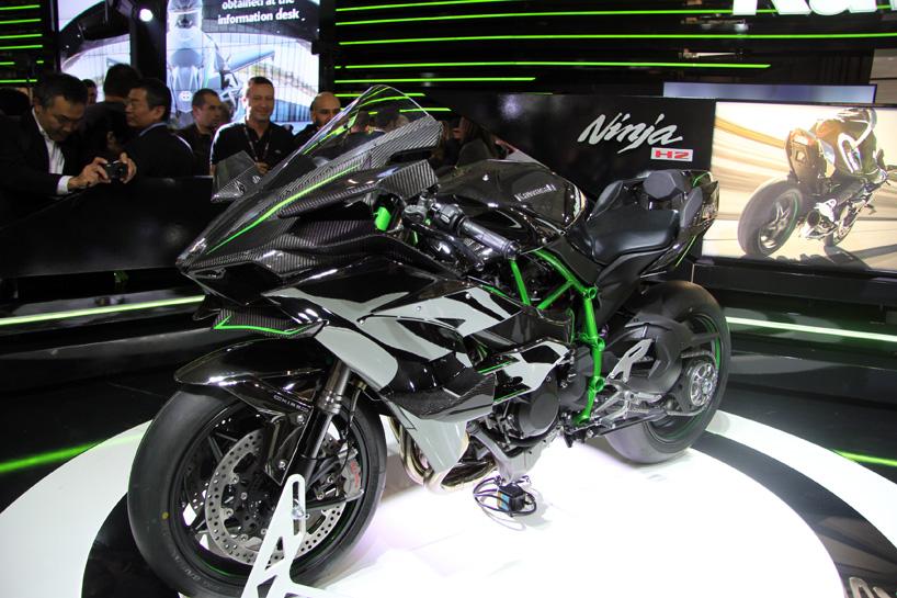 2015 kawasaki ninja H2R 998cc engine motorcycle arrives at