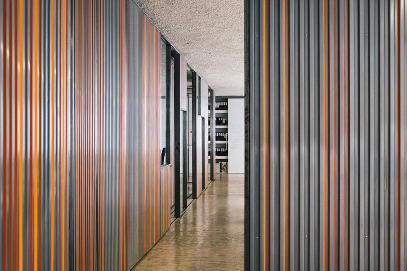 LIKEarchitects adapts kinematix office with sliding garage