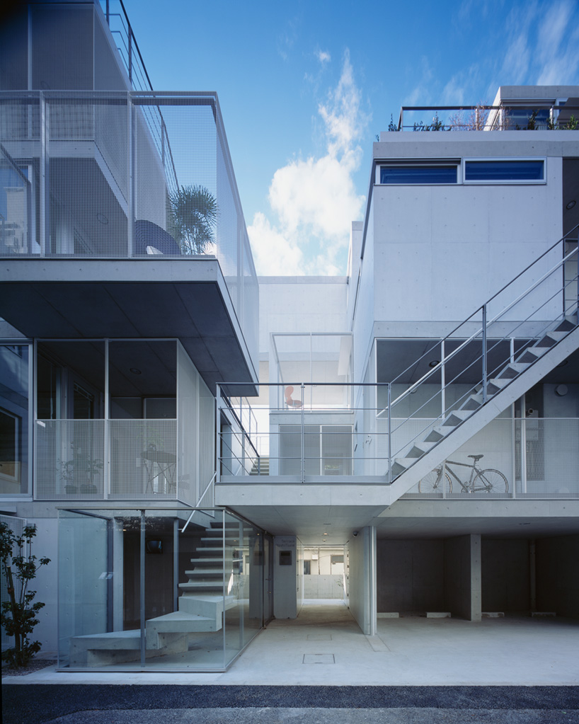apartment in nishiazabu by SALHAUS has 10 private dwellings