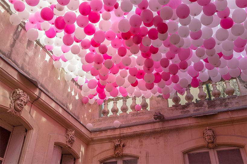 hundreds of hanging balloons turn french courtyard into a