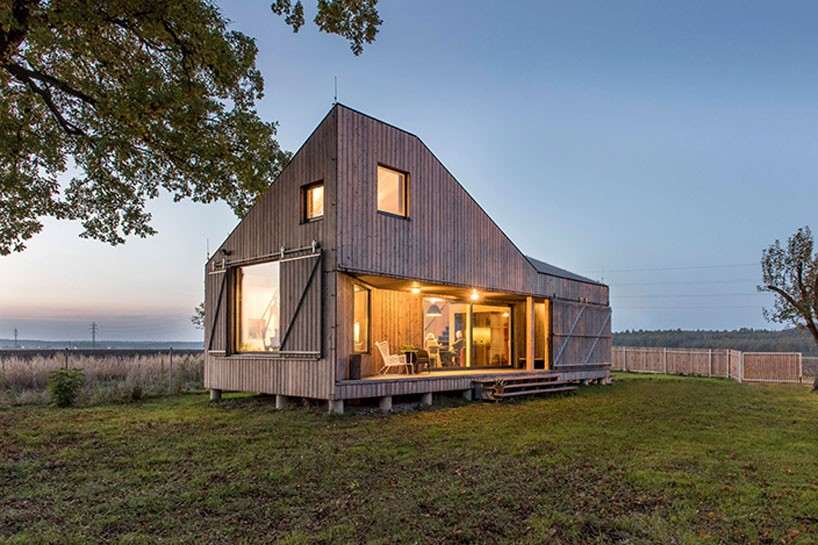 Design Crafts Low Energy House In The Bohemian Countryside