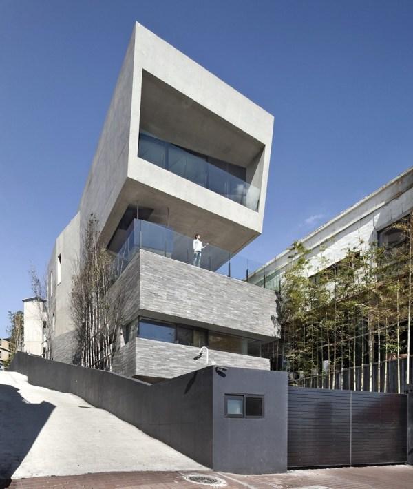 Architect- Establishes Monolithic House Coast