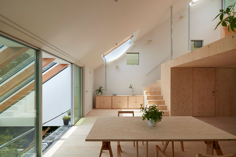tomohiro hatas hillside house interior integrates