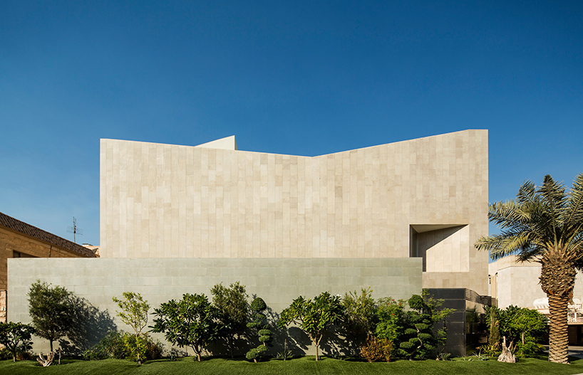 AGi architects hides wall house in kuwait behind stone faade