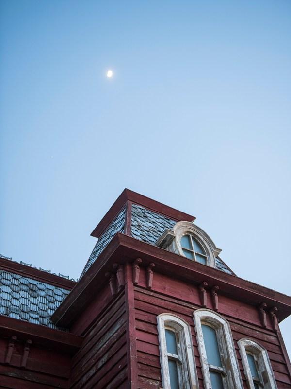 Cornelia Parker Constructs Ominous Psychobarn Met Museum' Rooftop