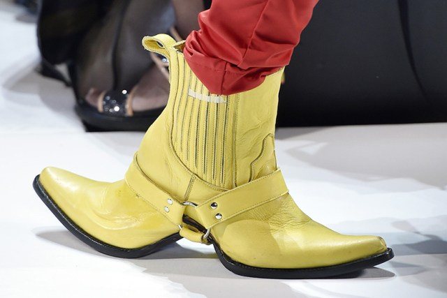 double-sided-cowboy-boots-hood-by-air-shoes-new-york-fashion-week-designboom-02