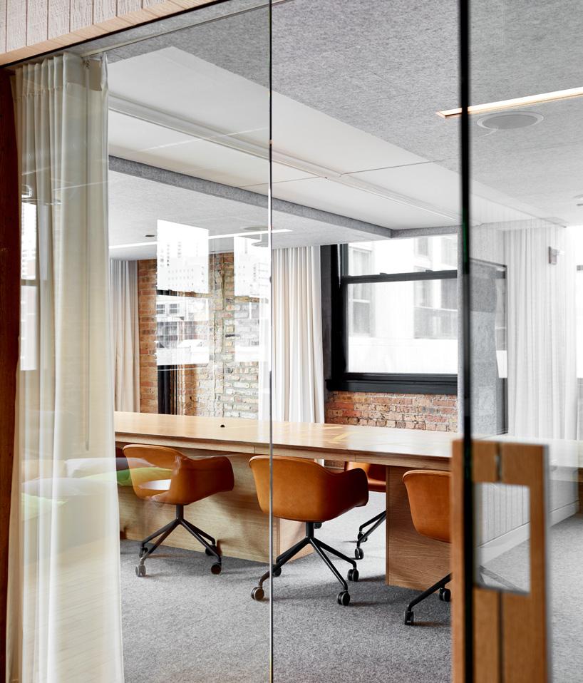 Aqueles-arquitetos-ansarada-office-chicago-designboom-05